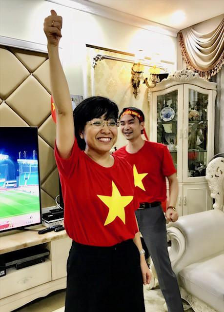 Khi được hỏi, ai sẽ đến Trung Quốc để cổ vũ cho đội Việt Nam đêm chung kết, MC Thảo Vân đã bày tỏ sự hưởng ứng nhiệt liệt