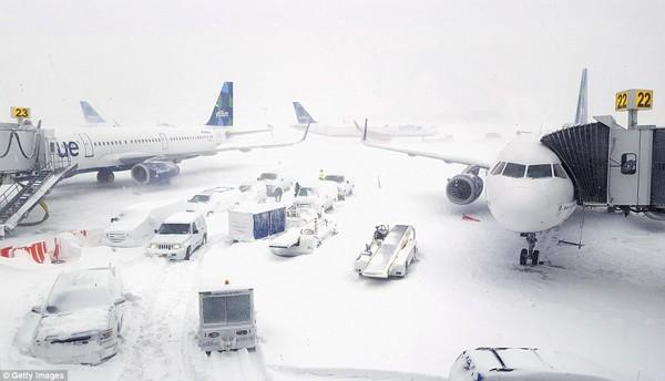 Sân bay quốc tế John F. Kennedy ngừng hoạt động vì hiện tượng bão tuyết.