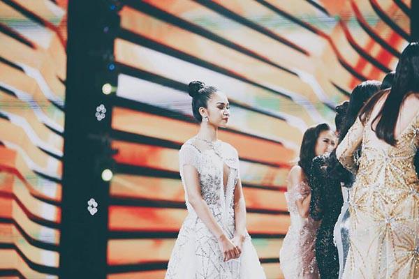 Lê Thu Trang lặng lẽ chúc mừng người chị Hhen Niê.