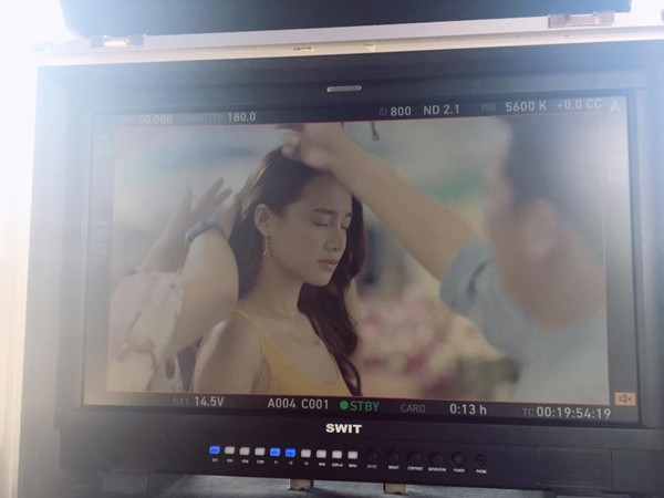 Trường Giang và Nhã Phương cùng nhau quay quảng cáo tại Thái Lan.