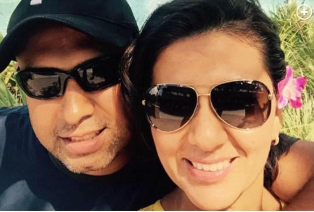 Hai vợ chồng hạnh phúc bên nhau khi chưa gặp khó khăn.