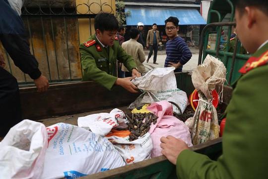 Công an Bắc Ninh thu gom vỏ đạn