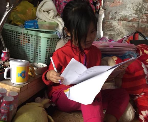 Dù hàng ngày đi ăn xin nhưng Linh luôn khát khao được tới trường.