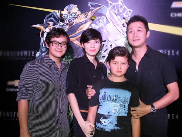 Gia đình hạnh phúc của MC Anh Tuấn.