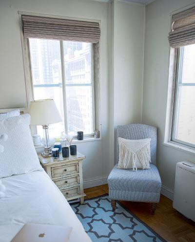 Phòng ngủ của Catriona Gray có nhiều cửa sổ, không gian thoáng đãng ngập tràn ánh bình minh. Ảnh: Internet