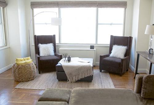 Phòng khách bài trí đơn giản và nhẹ nhàng. Ảnh: Internet