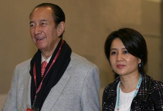 Ông trùm sòng bạc Hà Hồng Sân và người vợ thứ tư Lương An Kỳ. Ảnh: SCMP.