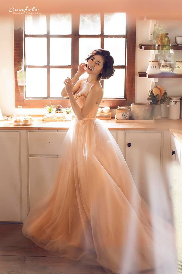 Khoe ảnh mới diện váy ren cúp ngực gợi cảm, Mai Phương được khen đẹp như cô tiên