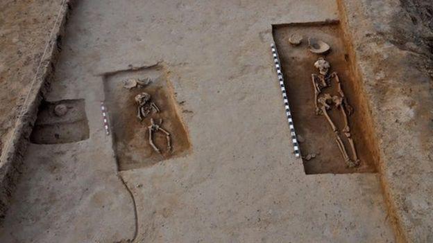 Trong các ngôi mộ được tìm thấy, ngôi mộ của cặp đôi khiến giới nghiên cứu hứng thú nhất.