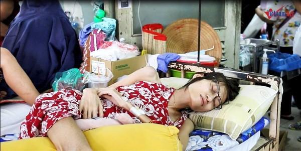 Kim Anh trong lúc nghỉ ngơi ở bệnh viện.