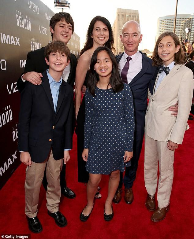 Gia đình hạnh phúc của tỷ phú giàu nhất thế giới.