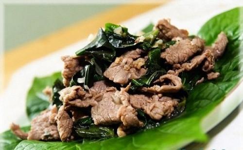 Thịt bò cuốn lá lốt là món ăn tốt cho người yếu sinh lý.