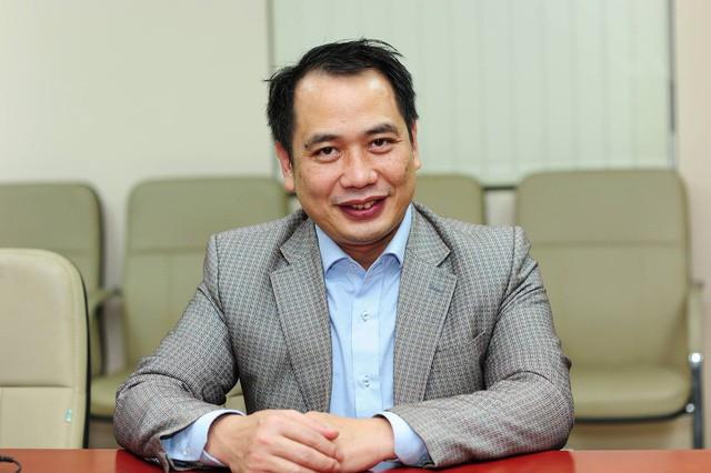 BS Nguyễn Trung Cấp trả lời câu hỏi độc giả tại buổi giao lưu trực tuyến. Ảnh: Chí Cường