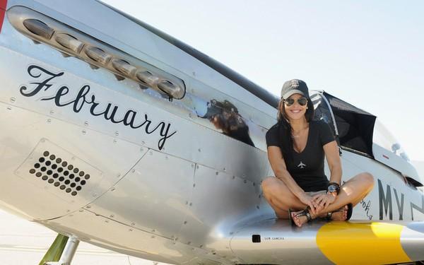 Lauren Sanchez không chỉ là người phụ nữ xinh đẹp, duyên dáng, cô còn là một doanh nhân độc lập mạnh mẽ. Bận rộn là vậy, Lauren còn dành thời gian lấy bằng lái máy bay.