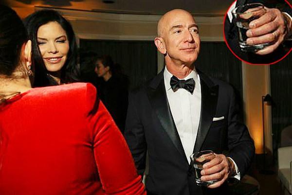 Trước khi xuất hiện mối quan hệ mập mờ, tỷ phú Amazon từng là bạn thân của Lauren Sanchez và chồng.