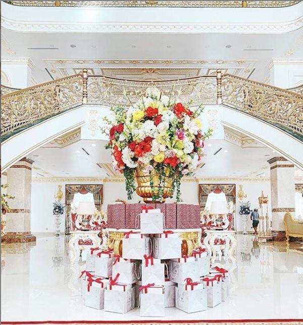 Căn biệt thự phong cách hoàng gia rộng hàng trăm m2 này là nơi Lan Khuê và ông xã đang sinh sống sau khi kết hôn.