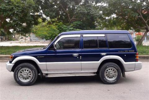 Một mẫu Mitsubishi Pajero đời trước 2000 được người bán mông má sơn sửa lại như mới để chào bán với giá 110 triệu đồng và có thể mặc cả