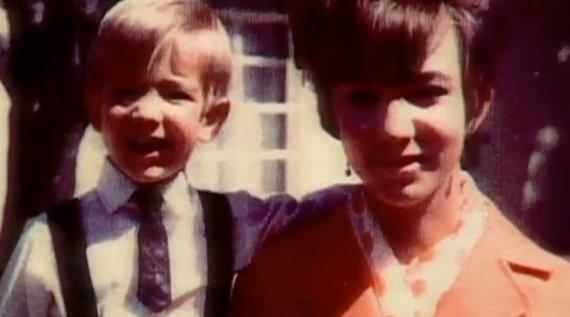 Jeff Bezos thời thơ ấu chụp ảnh với mẹ Jacklyn