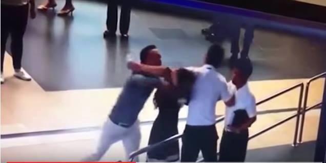 Trong lúc thi hành nhiệm vụ một nhân viên an ninh sân bay Nội Bài bị hành hung, đánh gãy 4 răng cửa. Ảnh minh họa