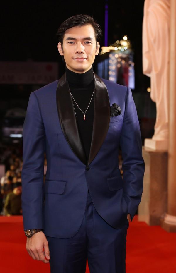 Diễn viên Nhan Phúc Vinh trong bộ vest lịch lãm.