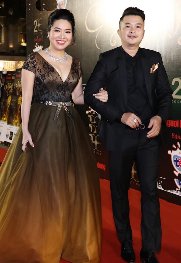 Vợ chồng Lê Khánh.