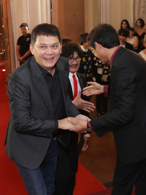 Nghệ sĩ Hữu Châu (trái) và Công Ninh (giữa).