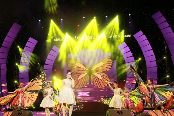 Một tiết mục đón xuân vui vẻ của nhóm nhạc nữ cũng gây chú ý cho người xem.