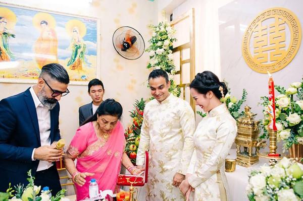 Trong hôn lễ truyền thống sáng 14/1, nhà trai đã mang sính lễ đến gia đình của Võ Hạ Trâm.
