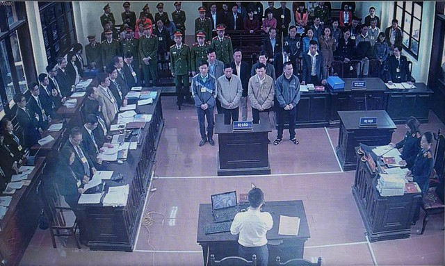 Các bị cáo tại phiên toà (ảnh tư liệu)