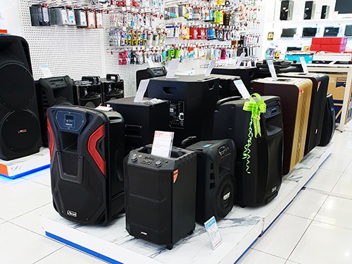 Loa kéo cũng được nhiều siêu thị điện máy bày bán.