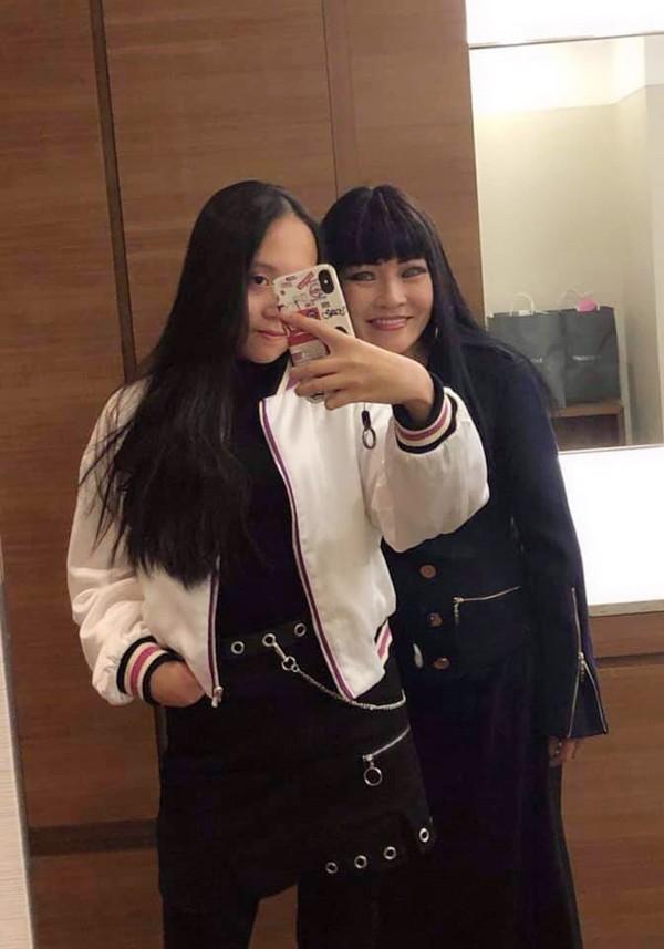 Trong chuyến công tác ở Seoul, chị Chanh và con gái còn dành thời gian đi mua sắm, ăn uống tại một số địa danh nổi tiếng.