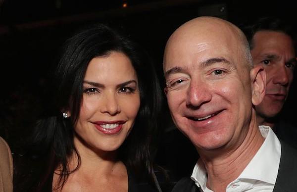 Nữ MC 49 tuổi từng là bạn thân thiết của tỷ phú giàu nhất thế giới, Jeff Bozos.