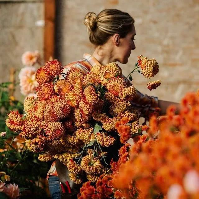 Erin trồng rất nhiều loài hoa.