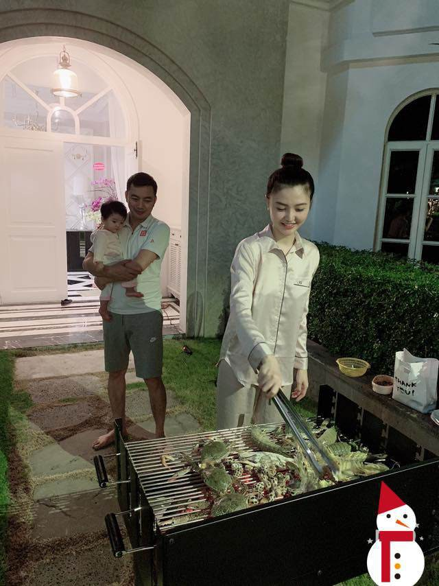 Cuối tuần, gia đình Ngọc Duyên thường tổ chức tiệc BBQ tại nhà