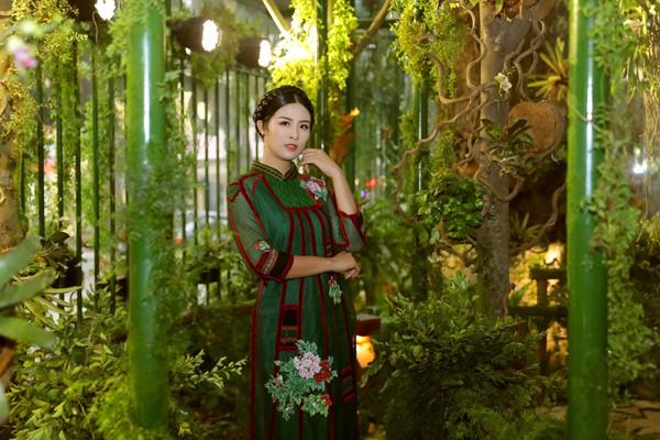 Hoa hậu Ngọc Hân, người có nhiều tình cảm với văn hóa Tây Nguyên rất hào hứng với Triển lãm Báu vật ngàn năm.