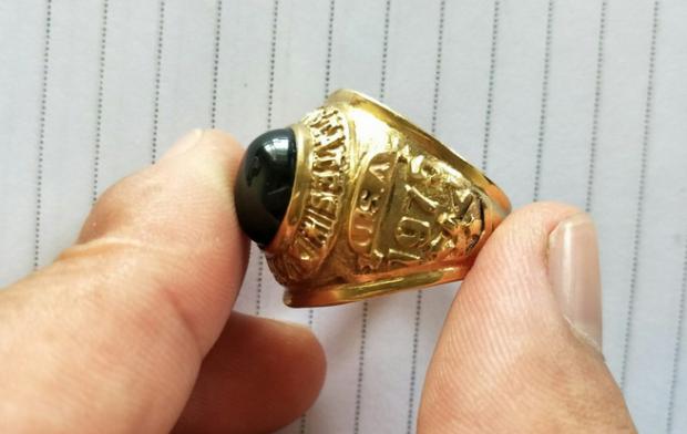 Chiếc nhẫn giả các đối tượng đem đi cầm ở tiệm vàng