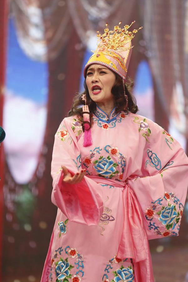 Bà Táo Vân Dung khiến khán giả yêu mến trong chương trình Táo quân.