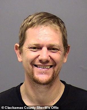 Mark Leo Gregory, 42 tuổi, đã giết 4 người vào đêm thứ 7 trước khi bị bắn chết