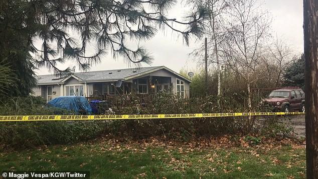 Ngôi nhà nơi vụ thảm sát xảy ra nằm tại số 32000 đường South Barlow, cách nam Portland và đông bắc Woodburn 20 dặm