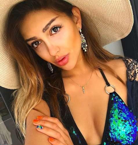 Oksana Voevodina - cô vợ hoa hậu, người mẫu của cựu vương Malaysia.