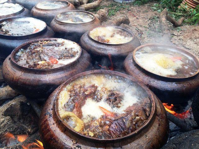 """Trước đây món cá kho là món thường ngày của những người dân lam lũ quanh năm """"bán mặt cho đất, bán lưng cho trời"""""""