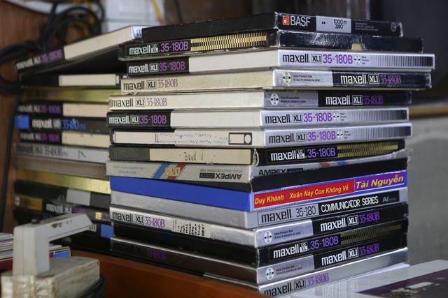 Đủ loại băng cối với các chương trình nhạc vàng với nhiều ca sỹ nổi tiếng từ những năm 89 -90 thế kỷ trước.
