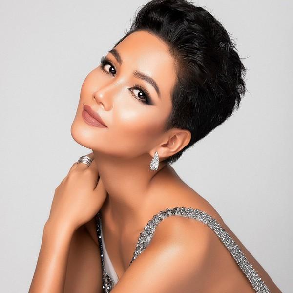 Hhen Niê được bình chọn là Hoa hậu có vẻ đẹp vượt thời gian.