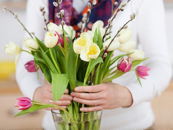 Kết quả hình ảnh cho mẹo giữ hoa tươi