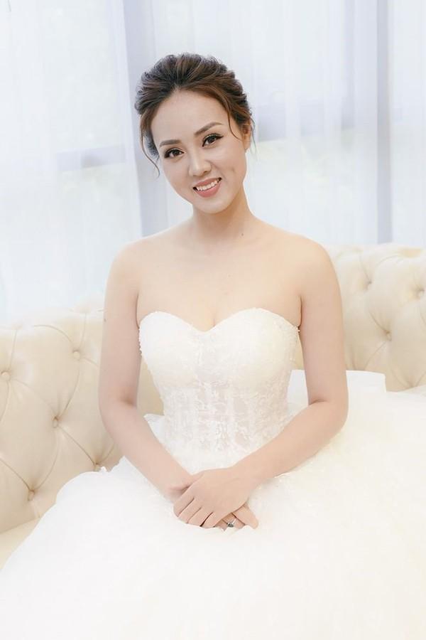 Hình ảnh bạn gái Công Lý dấy lên tin đồn đám cưới nhưng người trong cuộc vẫn từ chối trả lời.
