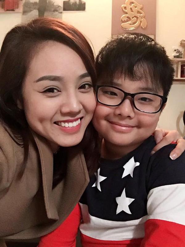 Ngọc Hà còn rất quan tâm và yêu quý con riêng của bạn trai.