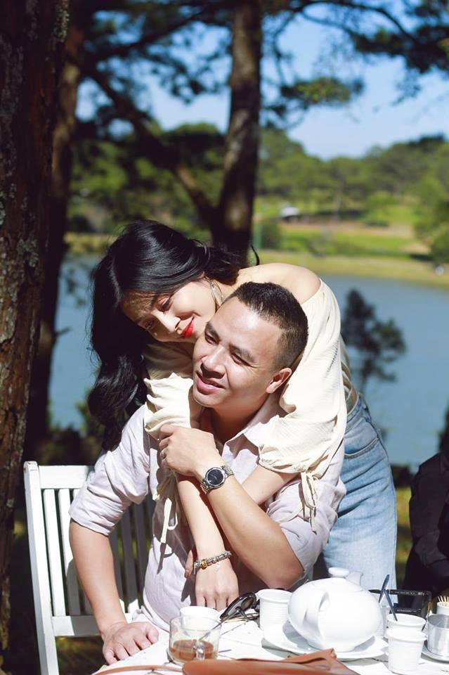 Mặc dù khoảng thời gian xảy ra scandal, Hoàng Linh phải đứng trước rất nhiều lời chỉ trích nặng nề đến từ cộng đồng mạng. Thế nhưng với tính cách mạnh mẽ của mình, Hoàng Linh vẫn gạt tất cả sang một bên là tiếp tục công khai những khoảnh khắc hạnh phúc của 2 vợ chồng.