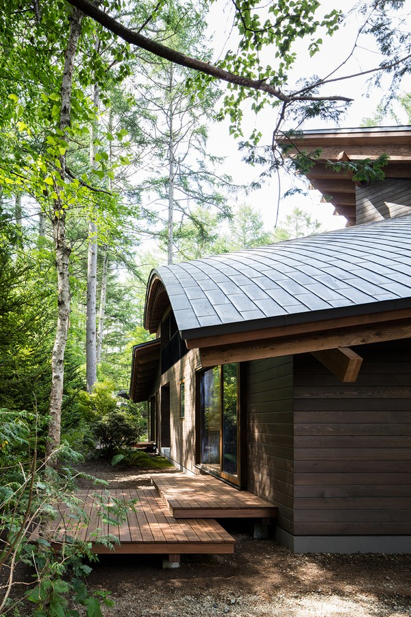 Kiến trúc sư Kentaro Ishida và Akihito Fujiki (KIAS) đã có cách xếp đặt tài tình, tạo ra sự kết nối tối đa giữa cảnh sắc thiên nhiên xung quanh và các không gian bên trong công trình.