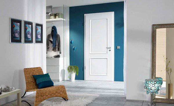 5. Khi căn phòng của bạn được trang trí theo phong cách hiện đại, và chủ yếu chọn nội thất màu trắng, bạn có thể sử dụng cửa gỗ công nghiệp màu trắng với đường trang trí đơn giản để tăng thêm nét đẹp hoàn hảo cho ngôi nhà của bạn.