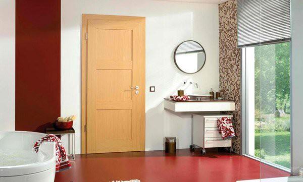 9. Cửa gỗ với màu khác biệt một chút với nội thất trong nhà, thiết kế đơn giản sẽ mang lại hiệu ứng thẩm mỹ tuyệt vời cho không gian.